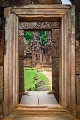 Banteay Srei (Gabriela Nakayoshi) Tags: banteaysrei camboya asia cambodia d90 nikon temple 500mmf14