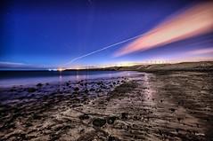 Entre aviones y estrellas (libretacanaria) Tags: estrellas stars night nocturna arinaga aviones bahadeformas noche sand stones arena piedras