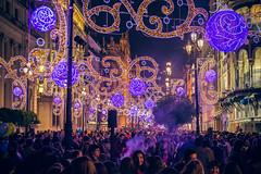 Avenida de la Constitucin (Jantbrown) Tags: christmas people espaa adorno de navidad luces la avenida calle sevilla gente seville multitud giralda diciembre compras constitucin decoracin navidea