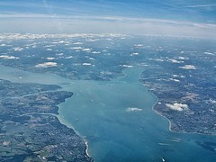 The Solent (Mark Skarratts) Tags: thesolent fromtheair isleofwight ryde gosport cowes southamptonwater inflight hampshire coastline