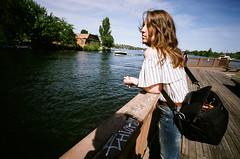 Ashlyn, Lake Washington. (Matt Benton) Tags: colournegative 35mm zeissikon voigtlandersuperwideheliar15mmf45