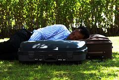 Siesta (Bilder.Haus) Tags: africa afrika bunt ceuta farbe farbenprchtig fraben islam kleidung koffer kontrast moderne park reise ruhen schlafen siesta spanien tradition