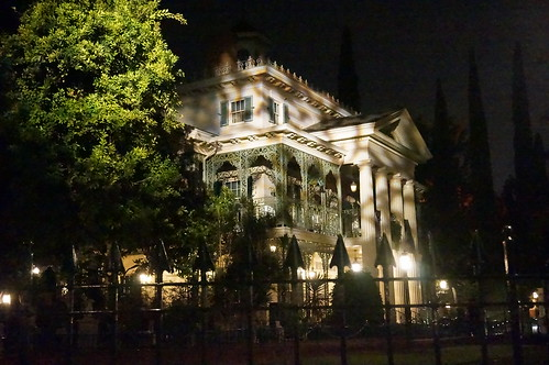 "The Haunted Mansion • <a style=""font-size:0.8em;"" href=""http://www.flickr.com/photos/28558260@N04/28926177746/"" target=""_blank"">View on Flickr</a>"