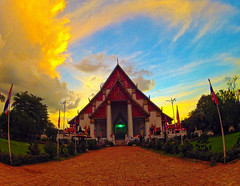Ayutthaya in golden light (V) (E.C.L.) Tags: thailand thai ayutthaya siam clouds wolken himmel himmelblau golden     amazingthailand totallythailand amazing asia  sky