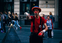 Master of juggling (Master Iksi) Tags: juggling performance street streetphotography streetart people clown performer interesting outdoor canon belgrade beograd beautiful srbija game 700d