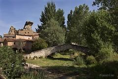 El pueblo donde nunca pasa nada (Otra@Mirada) Tags: miravetedelasierra miravete teruel rural paisaje pueblo puente arboles