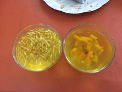 """Puerto Natales: gelatine à la pomme (à gauche) et à la pêche (à droite) <a style=""""margin-left:10px; font-size:0.8em;"""" href=""""http://www.flickr.com/photos/127723101@N04/30285177725/"""" target=""""_blank"""">@flickr</a>"""