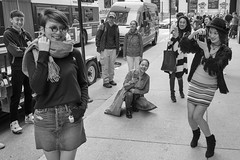 Smiling Visitors, Nonplussed Denizens (Tomoius) Tags: tomaspetkus usa illinois chicago 42dward downtown fujifilmxpro2 fujinonxf18mmf2 street streetphotography documentary city urban bw candid weird straight michiganave park human noiretblanc blackandwhite