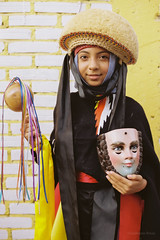 Joven parachico (el cuervo y el jaguar) Tags: 35mm trabajo nikon kodak f100 retratos sansebastian chiapas kodakproimage100 2015 chiapadecorzo fiestagrande analogo chiapaneca parachico
