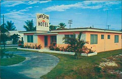 Land O Sun Motel; Hollywood, Florida (1950sUnlimited) Tags: travel vacation tourism apartments florida roadtrips hollywood 1950s postcards rest leisure hotels roadside advertisements motels midcentury efficiencies motelrooms hollywoodinflorida landosunmotelhollywoodflorida