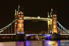 Tower Bridge in London at night (www.traveljunction.com) Tags: london towerbridge riverthames towerbridgelondon famousbridges towerbridgeatnight