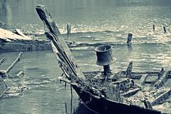 (Marc Le Port) Tags: blackandwhite boat blackwhite noiretblanc pentax sigma bretagne nb wreck bateau morbihan wrecks k3 noireetblanc paves golfedumorbihan lebono marcleport