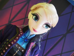 Disney LE Elsa (sh0pi) Tags: march frozen doll disney le 5000 limited edition elsa märz regal puppe 2015 eiskönigin