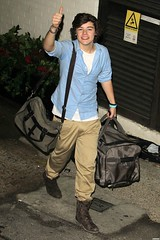 (One Direction Archive) Tags: harrystyles xfactor bluebuttonup khakitrousers boots luggage duffelbags fulllength london uk