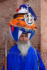 Amritsar (Bertrand de Camaret) Tags: bertranddecamaret sikh portrait arme visage bleu blue turban lance nationalgeographic ngc amritsar asie asia templedor goldentemple