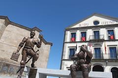 Estatua sobre El Quijote en Bjar (Furanu) Tags: bjar salamanca elquijote sancho cervante teatro estatua figura cervantes
