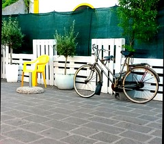 Yellow (teresabarbieri) Tags: giallo yellow city bici bicicletta sedia citt angolidicitt