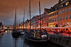 Twilight in Nyhavn (Arnzazu Vel) Tags: scandinavia dusk nyhavn copenhagen kbenhavn sunset atardecer twilight canal harbour ship