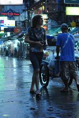 Touristesouslapluie (renoleon) Tags: khaosan khaosanroad thailande bangkok flickr tourist touriste photographe photografer pluie rain