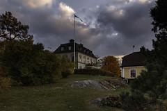 Can you feel the presence of Evil? (kaffealskare) Tags: filmlocation filminspelningsplats movie ondskan evil grvlnsslott outdoor sky clouds autumncolors hstfrger