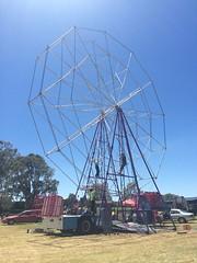 Big Wheel setup - Gorgeous Festival, McLaren Vale (RS 1990) Tags: wheel festival giant big ride gorgeous australia ferris adelaide setup assembly mclarenvale