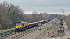 66016 and 60010 at Kingsbury (robmcrorie) Tags: train branch rail railway loco trains locomotive enthusiast railways railfan kingsbury dbs doncaster eastleigh ews 60010 66016