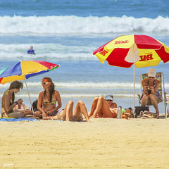 NEW ZEALAND SUMMER (Ed Kruger) Tags: ocean travel blue red sea newzealand summer sky people sun seascape beach nature water yellow clouds landscape sand waves wave nz northisland kiwi copyrights aotearoa allrightsreserved tauranga travelphotography themount mountmaunganui ambrella edkruger photoofnewzealand abaconda qfse kirillkruger rodkruger millakruger