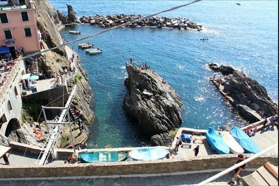 manarola-harbour-departure