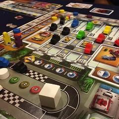 Kanban - เกมจำลองระบบการผลิต just in time ทึ่เลื่องลือของโตโยต้า สนุกและสมจริง เวลารถแล่นออกมาจากสายพานแลดูน่ารัก กฎทุกข้อมีที่มาที่ไป ไม่ abstract แต่ข้อเสียคือกฎหลายข้อจุกจิกน่าเวียนหัวและต้องใช้ความอดทนสูงในการทำความเข้าใจ (เล่นครั้งแรกกว่าจะทำตามกฎได้
