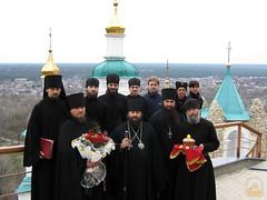 140. Еп. Арсений с братией после службы в Николаевском храме 2007 г