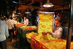 Dadar Flower Market / 10 (mariannaF) Tags: city travel flowers india flower asia market culture streetphotography documentary explore bombay mumbai flowermarket wholesale reportage dadar southasia travelphotography