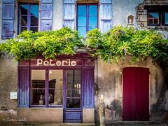 Poterie du Mont Saint Vincent ( Christian .......) Tags: christiandefachelle village poterie violet olympuspenf montsaintvincent saneetloire bourgognefranchecomt vert maison patrimoine ccm france europe