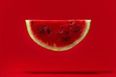 ..se o mellone è asciute russe, tu cu chi t' 'a vuó' piglia?.. (Antonio Iacobelli (Jacobson-2012)) Tags: red cactus food colors watermelon 60mm nikkor frutta d800 anguria alimentari sb00 su800 sb900 sb700 rf60 fruitnikon 565ex sb910 yongunuo