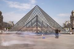 Bouge de l (charlesmoulin) Tags: symmetry travelling travel pyramid pyramide longexposure longexpo clouds sky building architecture archi europe france louvre paris canon 6d