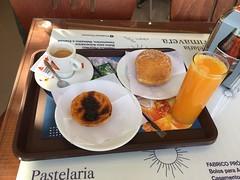 Petit djeuner au Portugal (stefff13) Tags: pastei de nata djeuner portugal caf