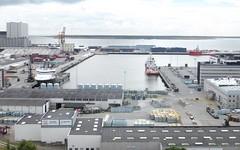 Hafenregion - von oben, vom Wasserturm aus gesehen; Esbjerg, Dnemark (79) (Chironius) Tags: esberg dnemark esbjerg denmark danmark industrie nordsee meer see northsea mardelnorte maredelnord merdunord