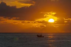 Rompe el da (Oscar F. Hevia) Tags: pescadores pesca lancha barca barco amanecer amanece amanecida solnubes alba alborada mar cantabrico 2016 astrurias asturies espaa gozn lluanco luanco principadodeasturias spain verano