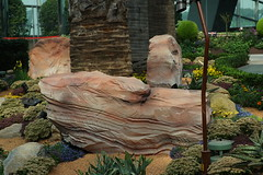 DSC03711 (oliveplum) Tags: tribaltempofloraldisplay flowerdome gardensbythebay marinabay art display olympusomsystemzuikomcautot12f85mm sony singapore bokeh