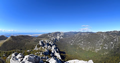 Kiza (1278 m), Dabarski kukovi, Park prirode Velebit, Hrvatska / Kiza (1278 m), Dabar Cliffs, Velebit Nature Park, Croatia (Hrvoje aek) Tags: kiza parkprirodevelebit velebitnaturepark velebit parkprirode naturepark priroda naure planina mountain planine mountains planinarenje hiking greben ridge stijena rock stijene rocks litica cliff litice cliffs kuk kukovi more sea jadranskomore jadran adriaticsea adriatic adriatico mareadriatico pogled view panorama pejza landscape panoramskipogled panoramicview lika hrvatska croatia kroatien croazia d3300 otokpag islandofpag dabarskikukovi dabarcliffs
