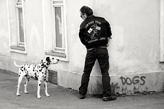Snapshot of a joke ;-) (PIXXELGAMES - Robert Krenker) Tags: cafe kaffee vienna wien snapshot unknown candid portrait portret schwarzweiss blackandwhite blacknwhite bnw fujifilm fujinon filmsimulation lifestyle street streetstyle urban streetphotographer streetphotography biancoenero joke nicholson