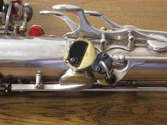 unknown tenorsax thumbrest / oktavekey on a Selmer (willemalink) Tags: unknown tenorsax selmer thumbrest oktavekey