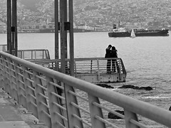young love (Núria Farregut) Tags: people blackandwhite love valparaiso cities fujix10