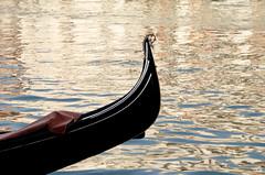 Gondola e riflessi (Giovanna Falasconi) Tags: gondola venezia riflessi canale