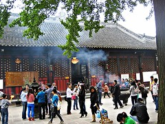 IMG_7106 Chengdu (farfalleetrincee) Tags: asia china temple chengdu  incense guide travel adventure tourism sichuan people religion
