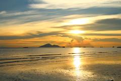 IMG_9150 -  Lung Kwu Tan (Mak_Ho) Tags:  lungkwutan  tuenmun  hongkong  sunset  sunsetclouds  cloud  magichour  sea  wave  tides  scenicphoto  scenicsites  landscape  photography  canon 700d hongkonglandscape