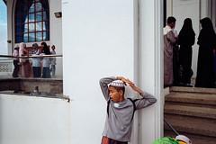 * (Sakulchai Sikitikul) Tags: street streetphotography film 35mm summicron songkhla muslim islamic islam kodak thailand masjid children leica m6 ttl 085