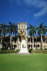 The King (Ebony LaTesha Photography) Tags: kamehameha kingkamehameha hawaii oahu honolulu citytour pearlharbortour grass green greengrass sky clouds palmtree tree mansion