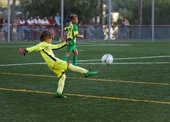 Primer partido de temporada. 71/100. (anajvan) Tags: nio portero futbol verde