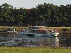 Dresden-0115_1 (pischty.hufnagel) Tags: dresden elbe dampfschiff dampfschifffahrt kurort rathen wende schaufelraddampfschiff schaufelraddampfer