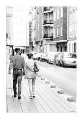 Vianants (Vicent Granell) Tags: granellretratscanon 2016 bn mirada visi composici estreet urbanes carrer gent parella dos direcci mirades